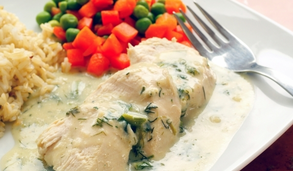 Пилешко филе с бял сос