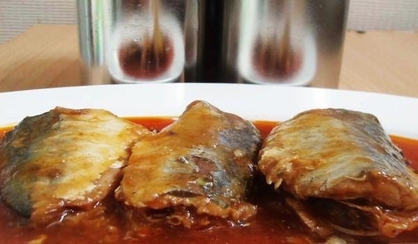 Скумрия на фурна с доматен сос